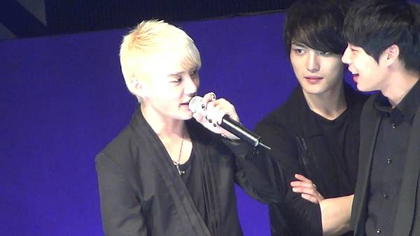 [YukaHae]【Fancam】20120421 LOTTE DFS JYJ in STAR AVENU_ MENT2.mp4_snapshot_00.49_[2012.04.29_01.39.37]