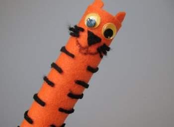 tiger finger puppet (I)