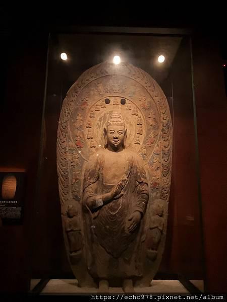 IMG_20200811_142923 北魏 石雕釋迦牟尼佛與二脇侍菩薩像.jpg