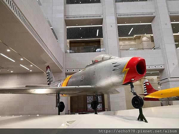 IMG_20200901_103229 美國造F-86F佩刀戰鬥機(徐廷澤駕駛).jpg