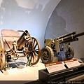 IMG_20200901_110416 英國造115釐米榴彈炮+美國造M2A1式105釐米榴彈炮.jpg