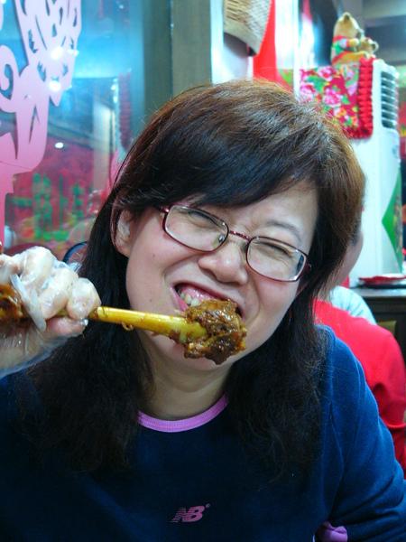 上海東北人餐廳-醬羊腿3.JPG