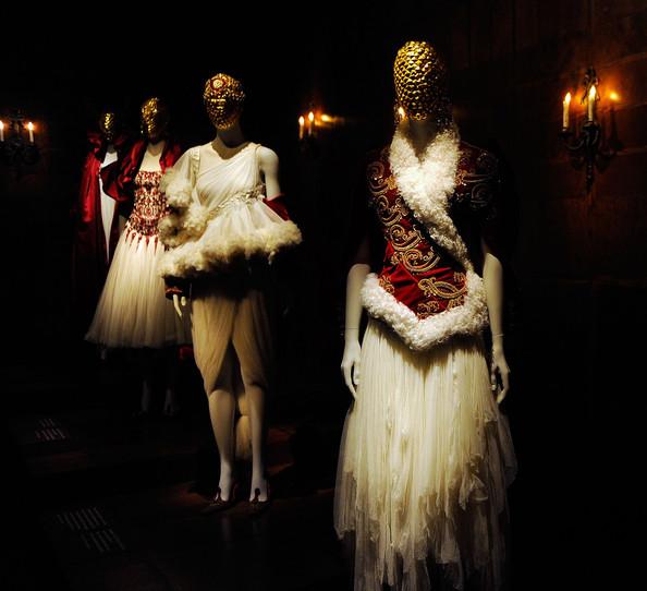 Alexander+McQueen+Savage+Beauty+Costume+Institute+Ef1grKN724Bl.jpg