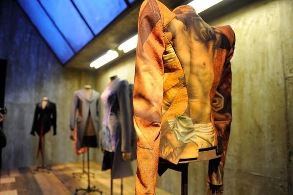 Alexander+McQueen+Savage+Beauty+Costume+Institute+UwKwYL5_8ojl.jpg