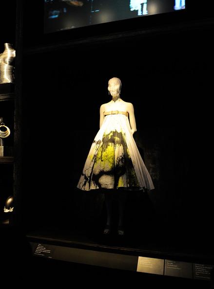Alexander+McQueen+Savage+Beauty+Costume+Institute+ijJIsGa2_isl.jpg