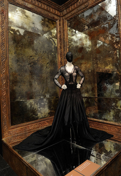 Alexander+McQueen+Savage+Beauty+Costume+Institute+K-GuQUxi5qCl.jpg