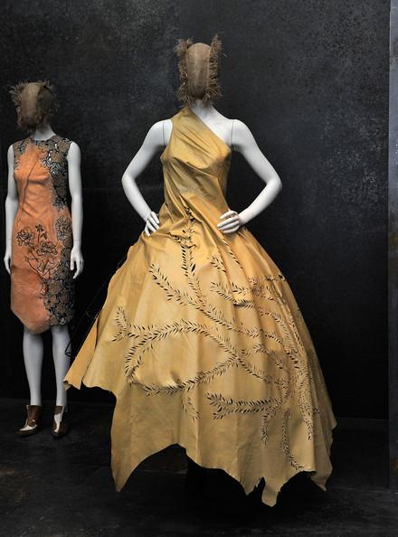Alexander+McQueen+Savage+Beauty+Costume+Institute+ruIaeJIIYWdl.jpg