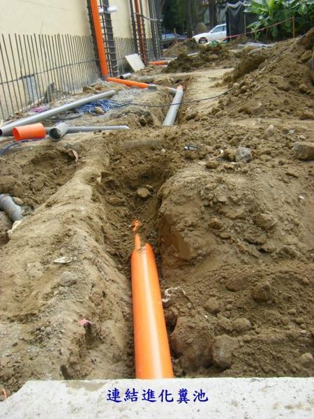 水電地坪作業-2.3樓糞管2.jpg