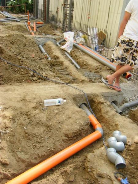 水電地坪作業-1.4樓糞管2.jpg
