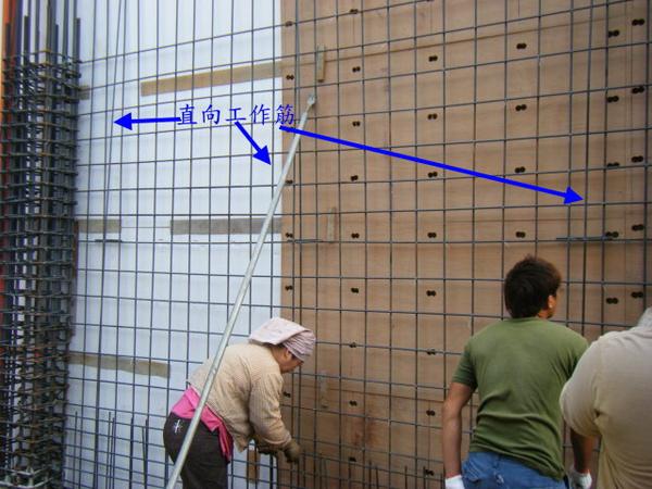 一樓牆壁鋼筋綁紮05