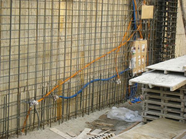 11.25一樓牆壁配管-客廳3