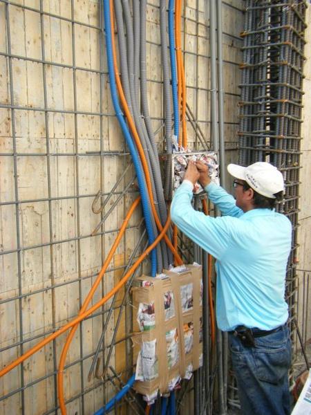 11.25一樓牆壁配管-開關箱2