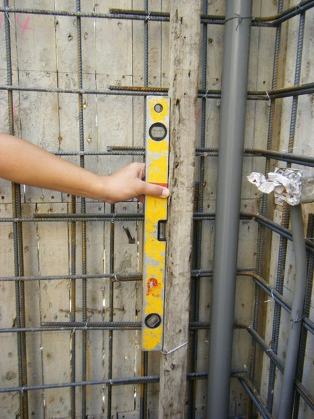11.28一樓模板封內模-垂直性2