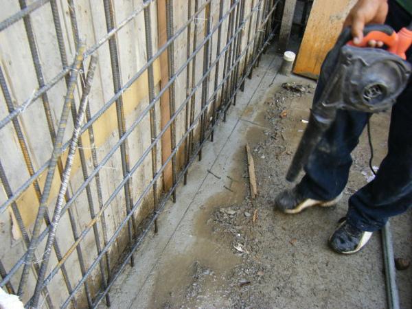 11.28一樓模板封內模-封模前清潔2