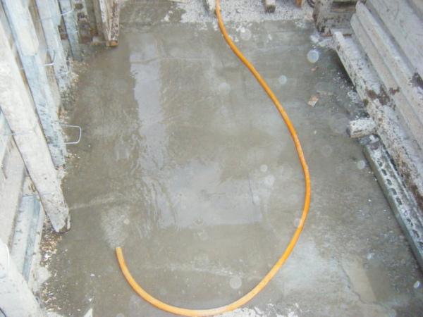 11.28一樓模板封內模-澆水養護.jpg