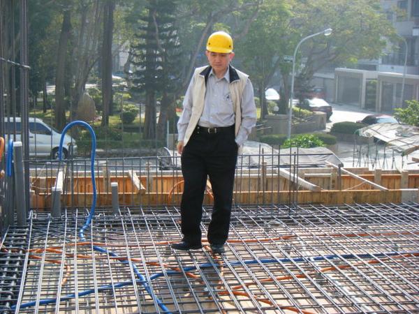 091211-一樓頂板建築師勘驗01