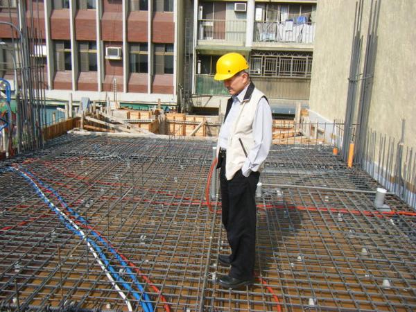 091211-一樓頂板建築師勘驗02