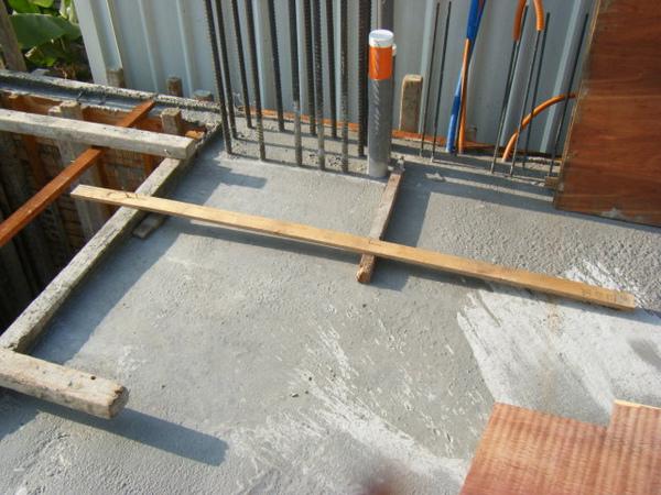 091213-一樓頂板放樣及養護02