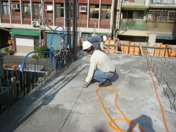 091213-一樓頂板放樣及養護09