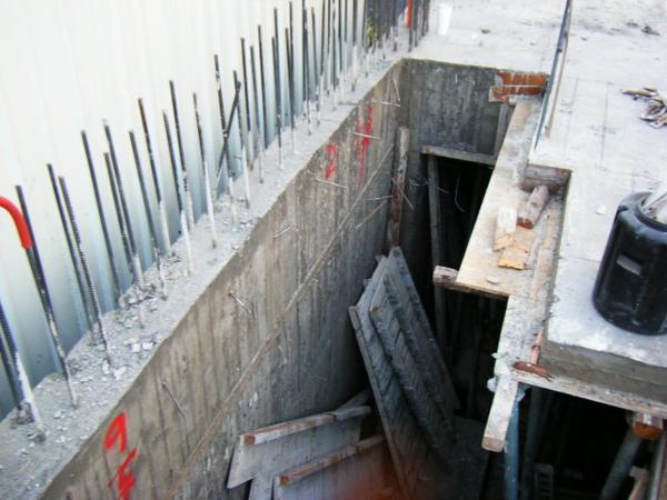 091214-一樓頂板養護3及拆側模06