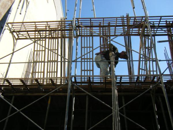 091215-一樓頂板養護4及搭架11