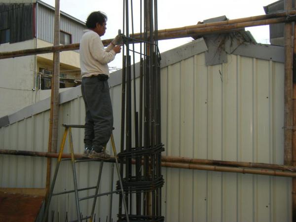 091217-一樓頂板養護5.6及二樓柱鋼筋10
