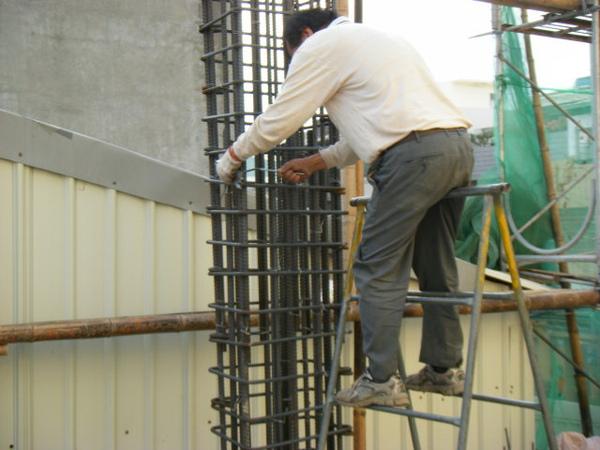 091217-一樓頂板養護5.6及二樓柱鋼筋11