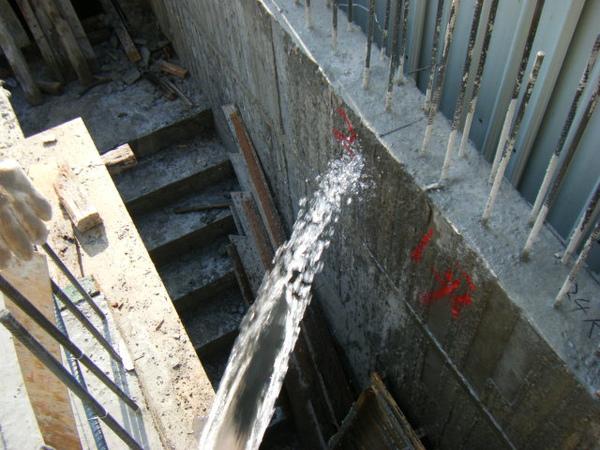 091218-一樓頂板養護7及二樓外模組立01