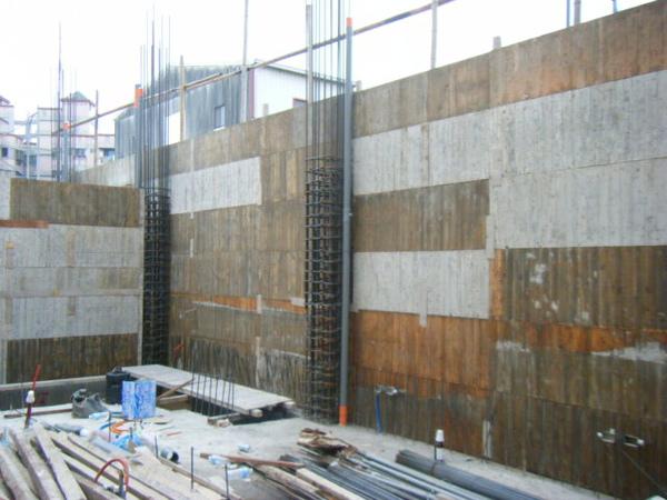 091218-一樓頂板養護7及二樓外模組立12