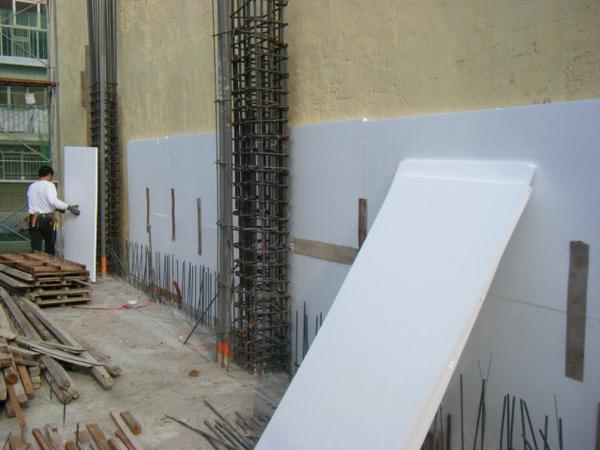 091218-一樓頂板養護7及二樓外模組立16