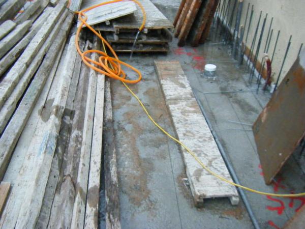 091218-一樓頂板養護7及二樓外模組立18