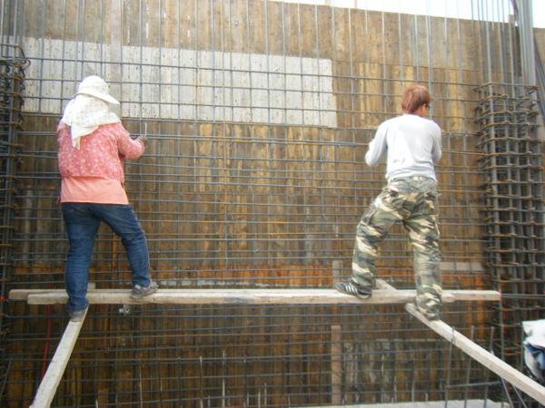 091219二樓牆筋綁紮及水電配管08