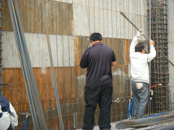 091219二樓牆筋綁紮及水電配管12