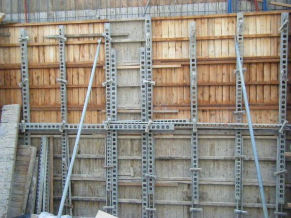 091221-二樓牆柱封內模09