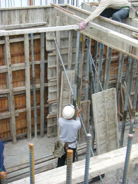 091225-26-二樓頂板組立12