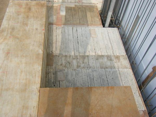 091227-二樓單面模斜支撐及水電放樣02