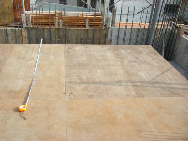 091227-二樓單面模斜支撐及水電放樣03