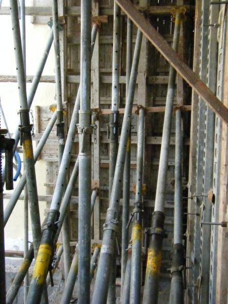 091227-二樓單面模斜支撐及水電放樣05