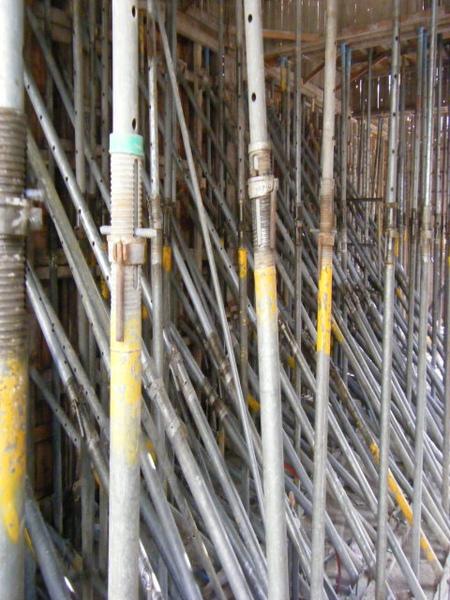 091227-二樓單面模斜支撐及水電放樣06