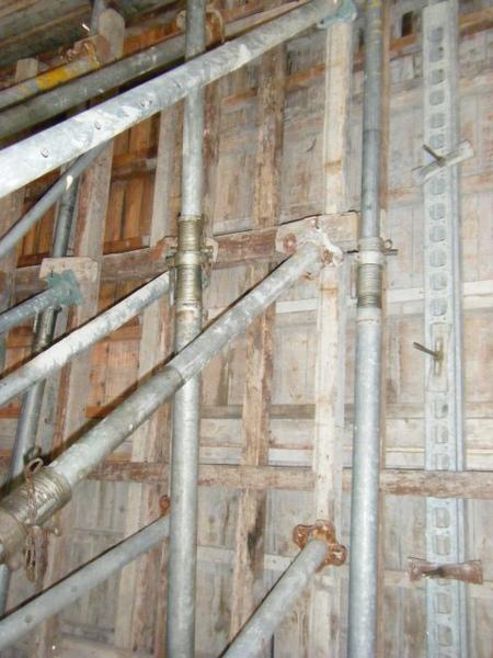 091227-二樓單面模斜支撐及水電放樣10
