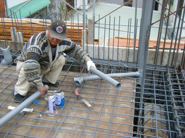 091228-二樓頂板鋼筋及水電作業07