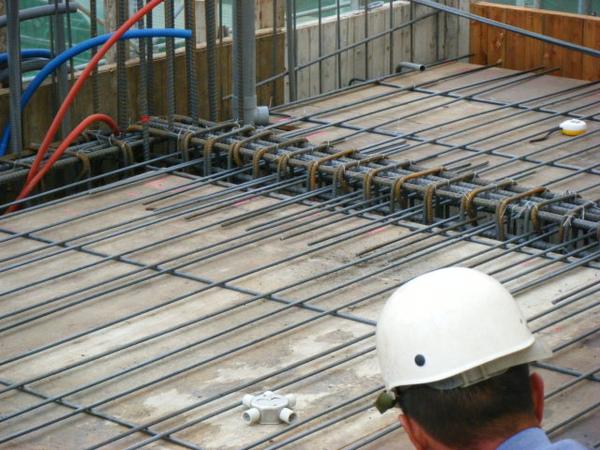 091228-二樓頂板鋼筋及水電作業13