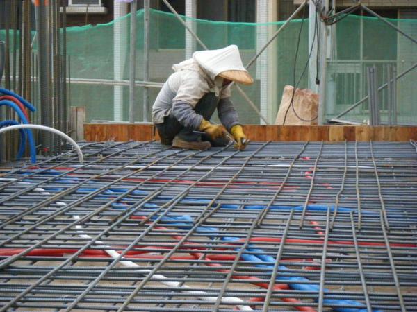 091228-二樓頂板鋼筋及水電作業14