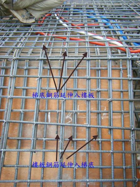 091228-二樓頂板鋼筋及水電作業18