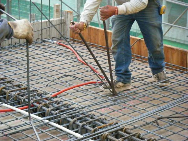 091228-二樓頂板鋼筋及水電作業22