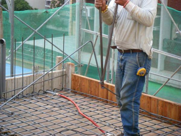 091228-二樓頂板鋼筋及水電作業23