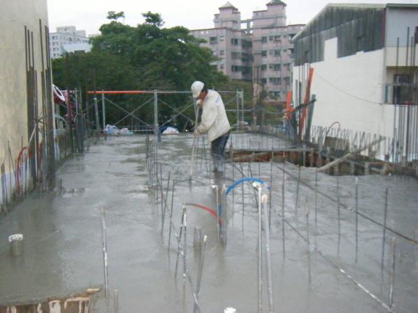 091230-二樓頂板灌漿20