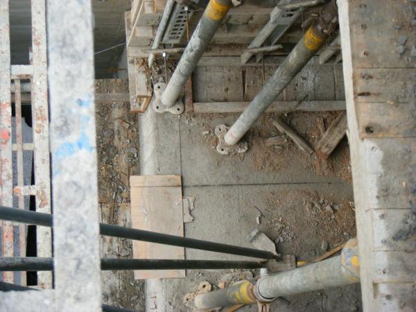 100101-二樓養護2、拆側模及三樓放樣02