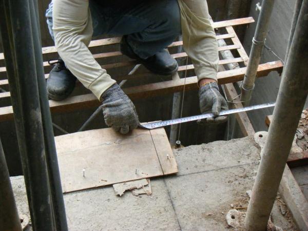 100101-二樓養護2、拆側模及三樓放樣03