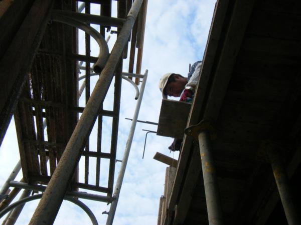 100101-二樓養護2、拆側模及三樓放樣04